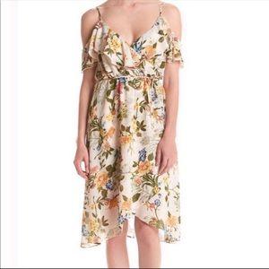 June & Hudson M floral Cold shoulder ruffle dress